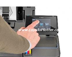 """gerencie suas impressões, fila de impressão, pré-visualização, estado dos cartuchos e dos rolos com o painel frontal """"touch-screen"""" da Plotter HP T1500"""