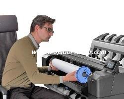 O rolo de mídia de carregamento frontal. Carregamento do Rolo 1 da Impressora Plotter HP Designjet T1500