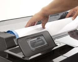 O rolo de mídia de carregamento frontal da Impressora Plotter HP Designjet T520